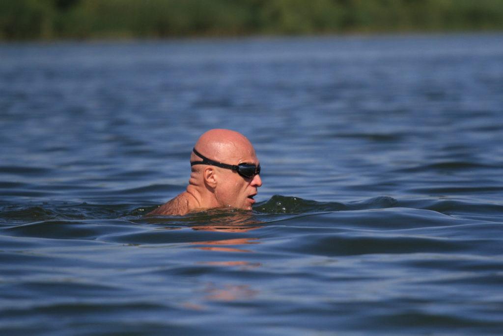 Заплыв Никова через водохранилище Матырское