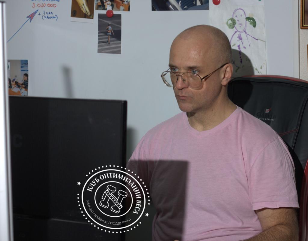 Евгений Владимирович в офисе